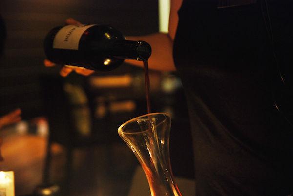 Pse dhe kur duhet dekantuar vera